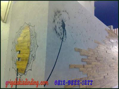 Mural lukis dinding cafe kombinasi wash paint motif semen