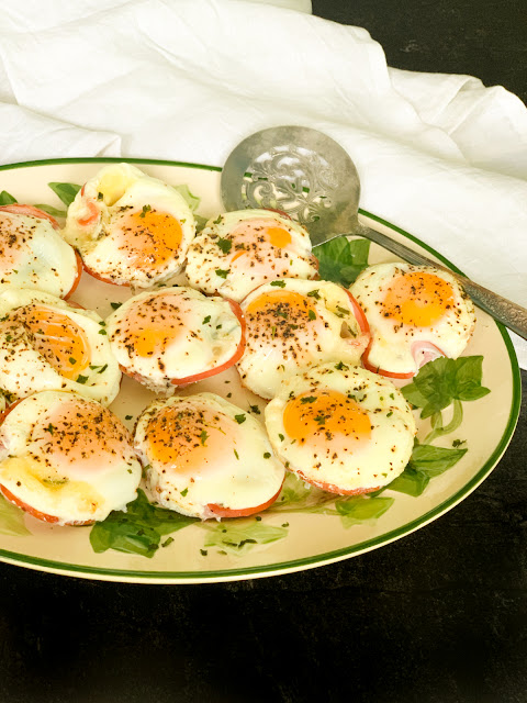 Canadian Bacon & Gruyere Egg Cups