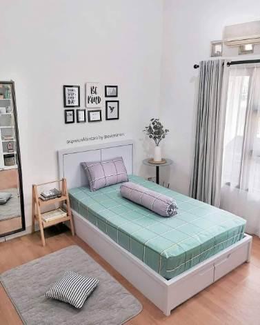 Desain ruang kamar rumah minimalis type 45 dengan sprei kasur keren