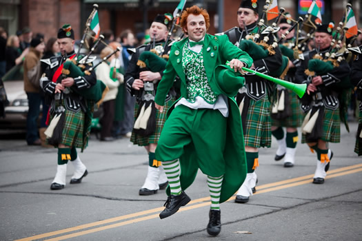 Men's traditional dresses for Patrick's Day 2017