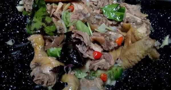 Garang Asam Ayam Kampung yang tidak kalah nikmatnya dengan masakan modern