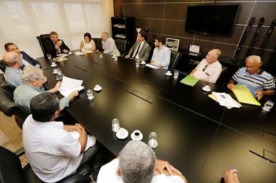 Washington Luiz instrui associações sobre registro de área rural em Pão de Açúcar