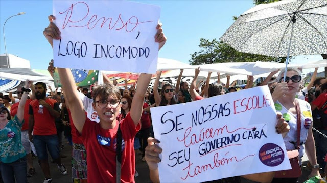 Exministros brasileños protestan contra políticas de Bolsonaro