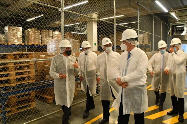 Presidente de Argentina y canciller de México supervisan laboratorio donde se formularán y envasarán vacunas