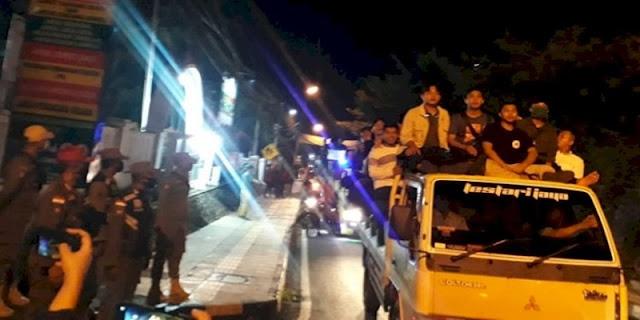 Marah Habib Rizieq Diperlakukan Semena-mena, Ribuan Santri Geruduk Kejari Ciamis