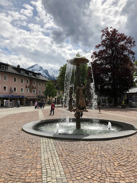 guided tour, wedding weekend, Richard Strauss place, destination wedding, mountain wedding, wedding in Bavaria, wedding planner, 4 weddings & events, Uschi Glas, Garmisch-Partenkirchen, Zugspitze, Garmisch wedding, Germany, wedding coordinator