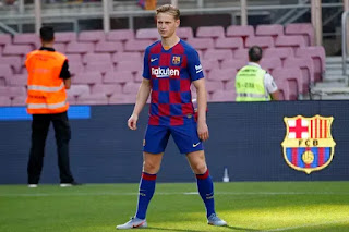 De Jong: apologises to Barcelona fans for the Bayern result.