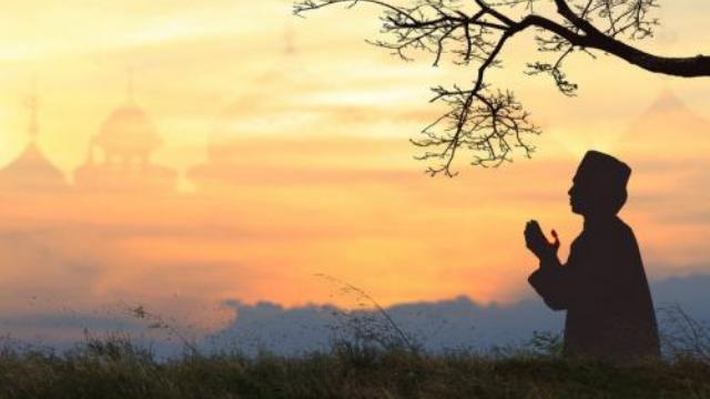 Etika Berdoa, Adab Du'a Agar Permohonan Dikabulkan Allah SWT