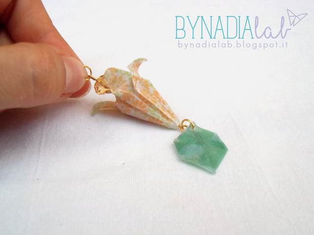 charme fiore origami con perlina bynadialab