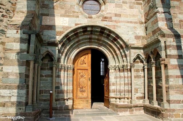Il portale Carlo Felice da accesso alla Chiesa della Sacra di San Michele
