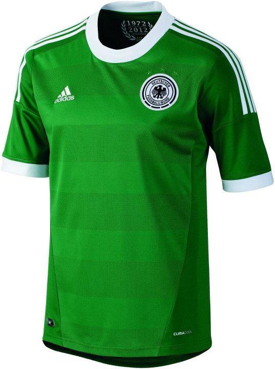 Em 72 e 74 os alemães venceram respectivamente a Euro e a Copa do Mundo  usando verde aeea67d7a57df
