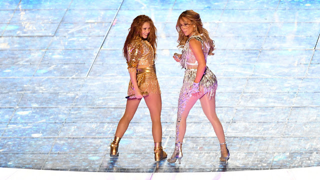 Activista cristiano quiere demandar a la NFL por 867 billones de dólares por el show de Shakira y JLo