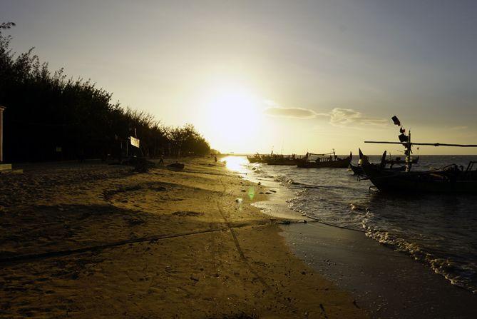Menjelang sunset di Pantai Wates Rembang