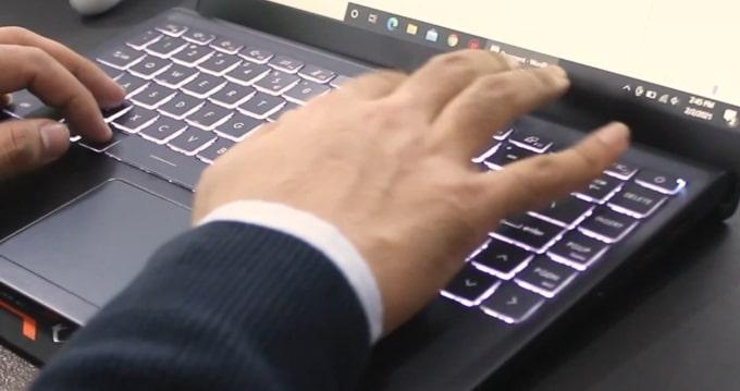 Typing on the MSI Modern 14 B4MW keyboard.