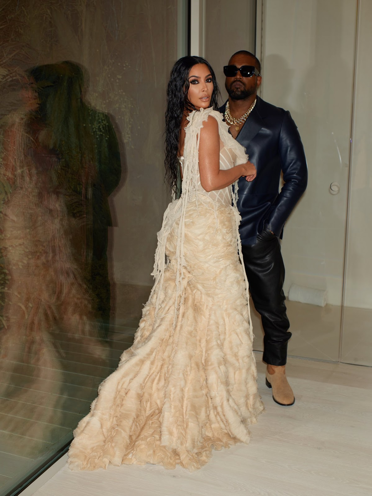 Kim Kardashian and Kanye West at the vanity fair Oscars party
