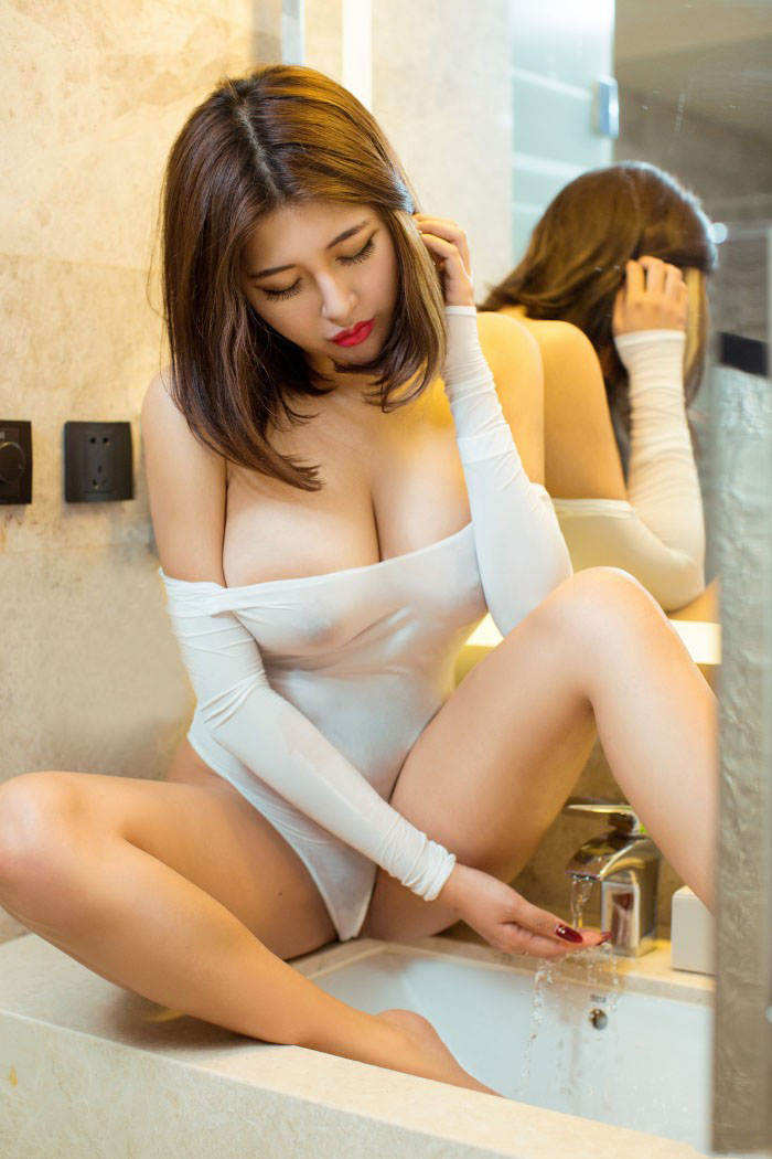 4ndre4_m hot sexy body and milky tits 9