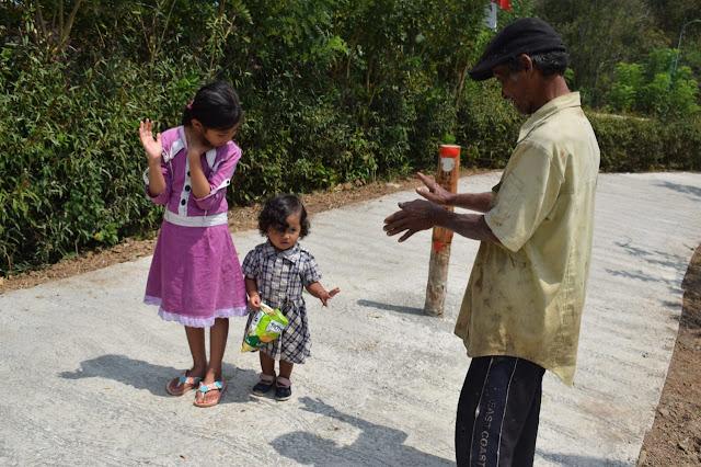 TMMD 105 Juga Berikan Kebahagiaan Jemiran dan Kedua Cucunya
