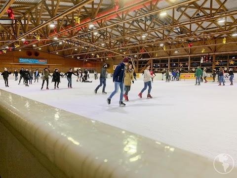 Alemanha | Patinando no gelo em Stuttgart