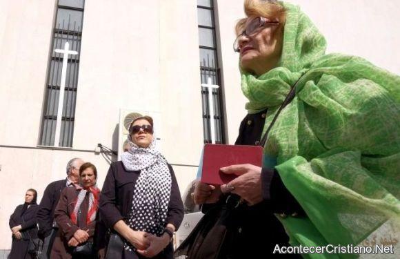 Mujeres cristianas iraníes piden libertad de presos