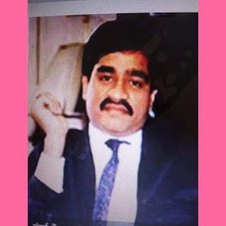 """दाऊद इब्राहिम के गुर्गे इकबाल मिर्ची की संपत्ति खरीदने वाले से BJP ने लिया चंदा, Congress का हमला   Congress के मुख्य प्रवक्ता Randeep Surjewal ने कहा, """"BJP की चंदा लेने की कहानी नैतिक रूप से सवालों के घेरे में है-इलेक्टोरल बॉन्ड(Electoral Bond) घोटाले से आतंकी फंडिंग( Terrorist funding)के आरोपी से चंदा!      BJP  ने उस कंपनी से चंदा क्यों लिया, जिसपर दाऊद इब्राहिम (Doud Ibrahim) के सहयोगी इकबाल मिर्ची की  Property खरीदने का आरोपी है? क्या यह 'देशद्रोह' नहीं है श्रीमान अमित शाह?""""    पार्टी ने इलेक्टोरल बॉन्ड के मुद्दे को संसद  (Parliament)में उठाने के साथ इस पर अपना पक्ष रखा. इससे पहले दिन में पार्टी(party )ने संसद भवर परिसर में गांधी प्रतिमा के सामने विरोध प्रदर्शन (Protest) किया और प्रधानमंत्री से इस मुद्दे (Issues) पर चुप्पी (The silence)तोड़ने (Break)की मांग की.    Congress नेताओ ने संसद भवन में महात्मा गांधी की प्रतिमा के सामने 'प्रधानमंत्री बोलो' के नारे लगाए और '6000 करोड़ की डकैती'( Robbery')की तख्तियां हाथों (Placards hands) में लिए हुए थे."""