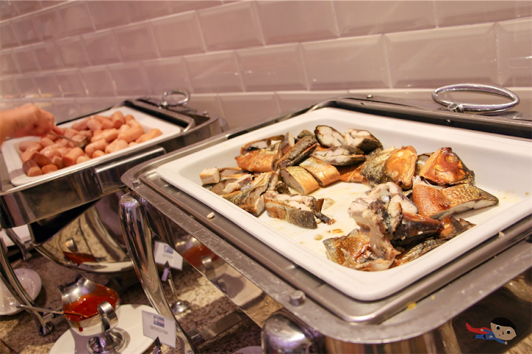 Breakfast Buffet in Holiday Inn Express