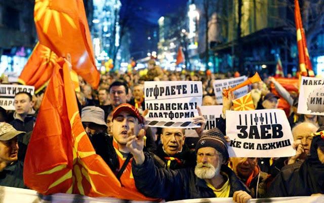 """Σκόπια: Η αντιπολίτευση δήλωσε """"ναι"""" στο δημοψήφισμα"""
