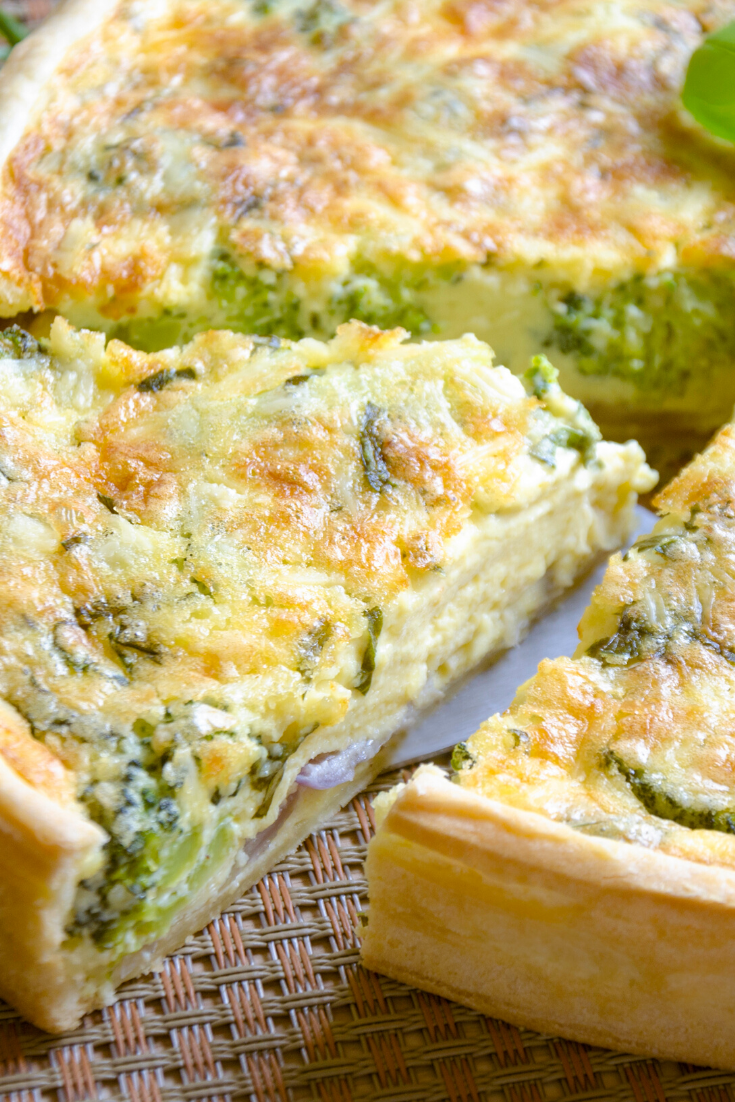 #Crustless #Quiche with #Broccoli, #Ham, and #Cheese! Ham, #broccoli, and cheese take center stage in this crustless quiche! It's low-carb, gluten-free, and full of rich creamy goodness! #quiche #brunchrecipes #lowcarb #simplyrecipes #glutenfree