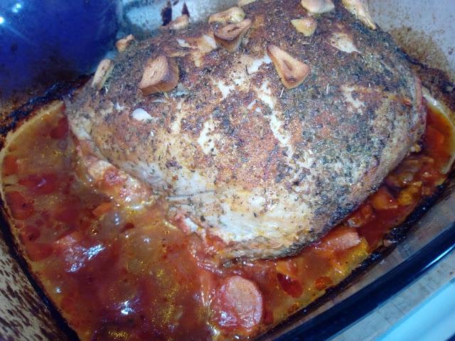 szynka pieczona w pomidorach szynka pieczona z warzywami szynka pieczona w sosie pomidorowym szynka z piekarnika szynka wieprzowa na obiad pieczen z szynki szynka pieczona na kanapki domowa wedlina
