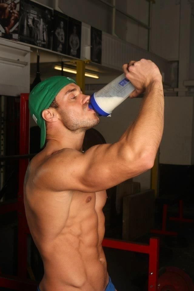 hot-shirtless-muscle-abs-hunk-drinking-milk