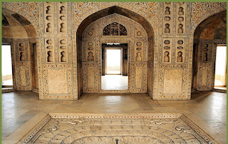 Interesting Facts About Agra Fort in Hindi