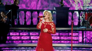 Kelly Clarkson Wearing Custom Holiday Dress From Mac