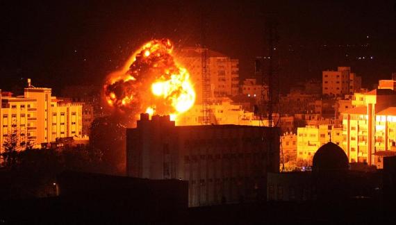 نتنياهو يأمر جيشه بتصعيد العدوان على قطاع غزة.