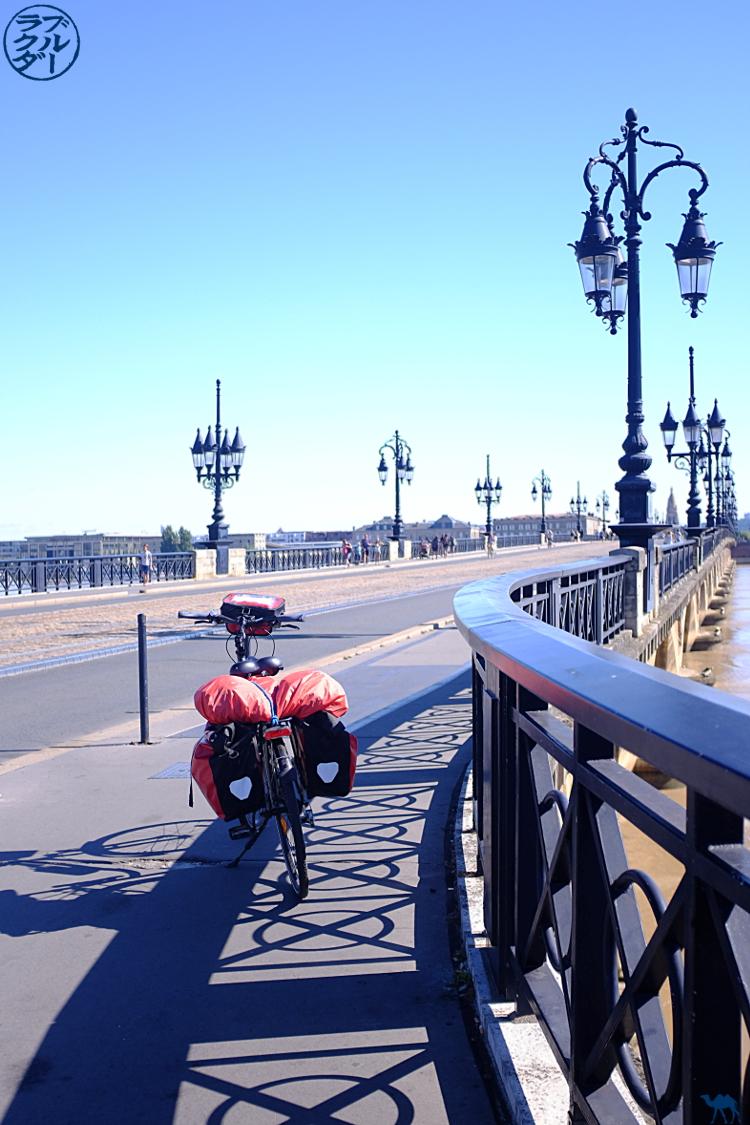 Le Chameau Bleu - Blog Voyage Vélo Le Canal des 2 mers - Vélo et Pont de Pierre de Bordeaux Gironde
