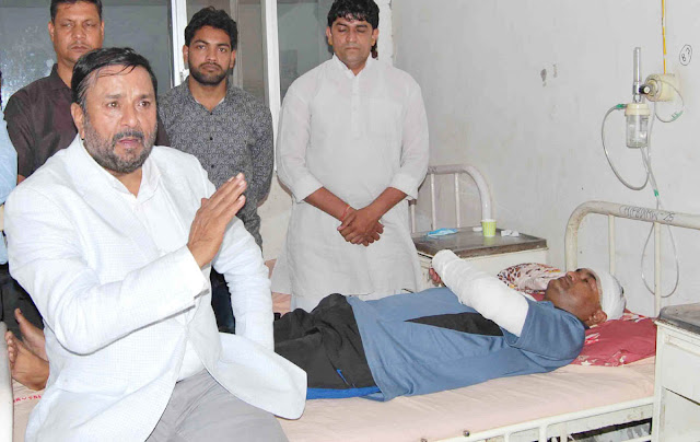 avtar-bhadana-bjp-mla-meet-to-victim-bijender-sharma-b-k-hospital-faridabad