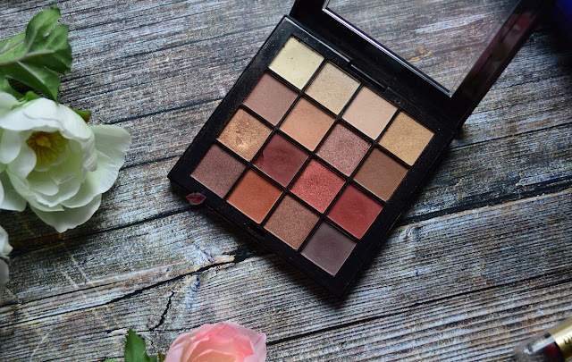 Immagine della NyxUltimate Shadow Palette Warm Neutrals di Nyx con swatches