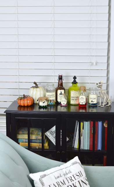 Spooky Potion Bottles. Easy to make Halloween craft!