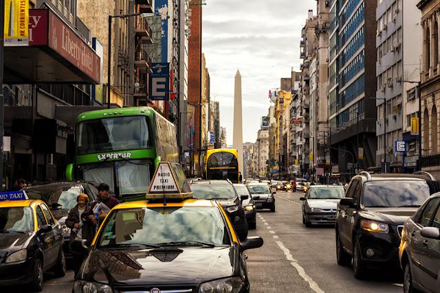 Vista de l Calle Corrientes y al fondo el Obelisco,Buenos Aires,Argentina