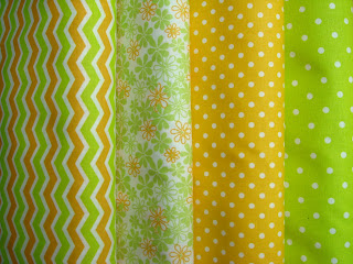 Zeleno-žltá jarná kombinácia látok bodky a cik-cak
