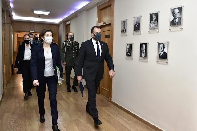 Τι πρόσφερε ο Παναγιωτόπουλος στη Φλ.Παρλύ και την ενθουσίασε; (ΦΩΤΟ)