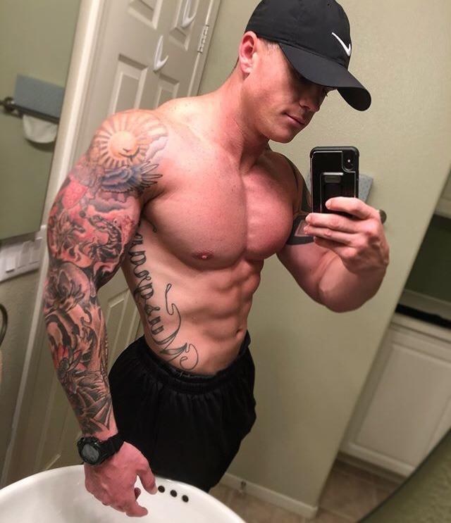 hot-fit-shirtless-muscular-guys-tattoos-selfies