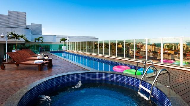 Piscinna na cobertura do Matiz Oásis Cabo Frio Hotel