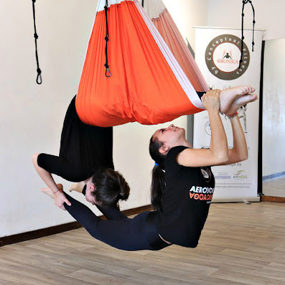 yoga aerien, aeroyoga, fly, flying, gravity, suspension, apesanteur, fitness, pilates, remise en forme, formation yoga, formation yoga aerien, air yoga