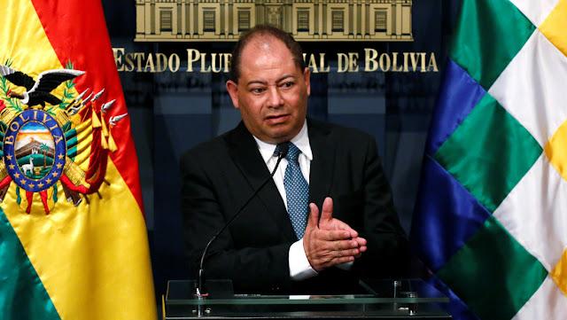 Detienen al exministro de Gobierno de Evo Morales, Carlos Romero, al salir de hospital