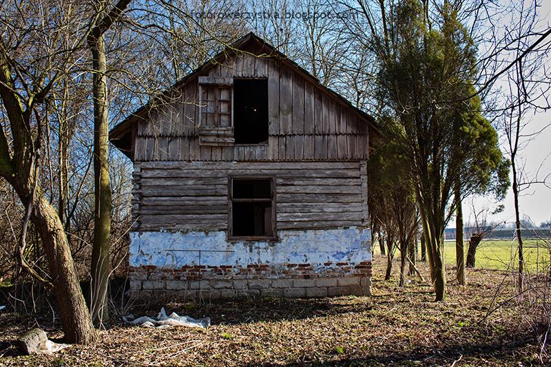 opuszczony dom, świętokrzyskie, rowerem
