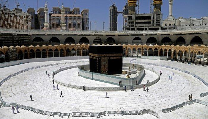 Coronavirus lockdowns lead to solemn Eid-ul-Fitr for Muslims
