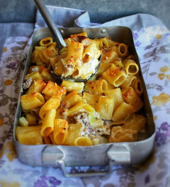 pasta al forno con salsiccia e patate