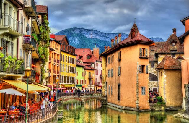 "Annecy: Η πιο όμορφη ""άγνωστη"" πόλη στον κόσμο που ""επιπλέει""!!!"