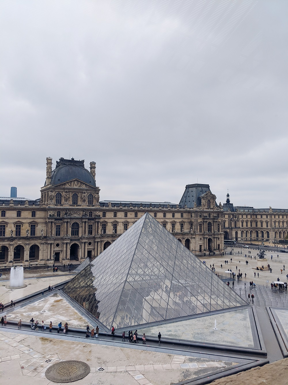 Trying my luck at the Louvre and finally see the famous pyramid