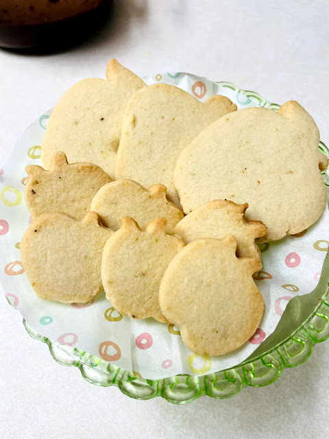 Gluten and egg free cut out cookie recipe @ www.thecookiecouture.com