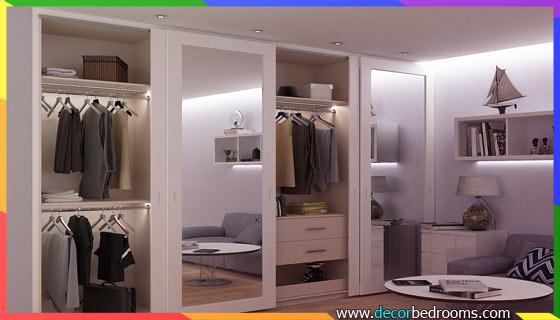 خزانة ملابس في الحائط مع أبواب تتوفر على مرايا